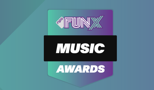 Fernando reikt FunX Music Awards uit